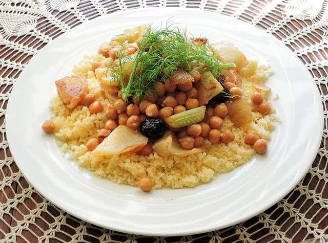 Le couscous végétarien (semoule et pois chiche) constitue aussi une très bonne association alimentaire.