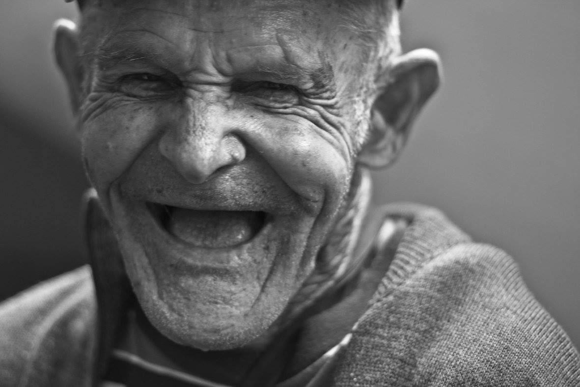 Ce petit vieux a vécu longtemps et joyeusement grâce à sa consommation modérée de chocolat.