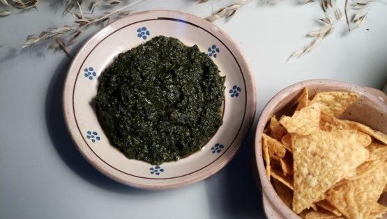 Le pesto aux orties végan, pour l'apéro des potos bobos ou émoustiller tes invités avant le dîner